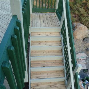 他の地域のトラディショナルスタイルのおしゃれな階段の写真