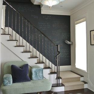 デンバーの中くらいの木のコンテンポラリースタイルのおしゃれな直階段 (フローリングの蹴込み板) の写真