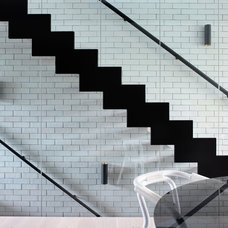 Contemporary Staircase by Mim Design