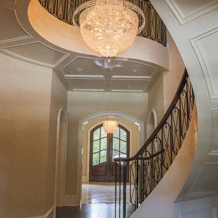 Modelo de escalera suspendida, clásica, extra grande, con escalones de madera y contrahuellas de madera pintada
