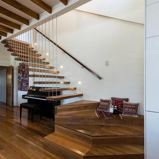 Diseño de escalera en L, contemporánea, sin contrahuella, con escalones de madera y barandilla de madera