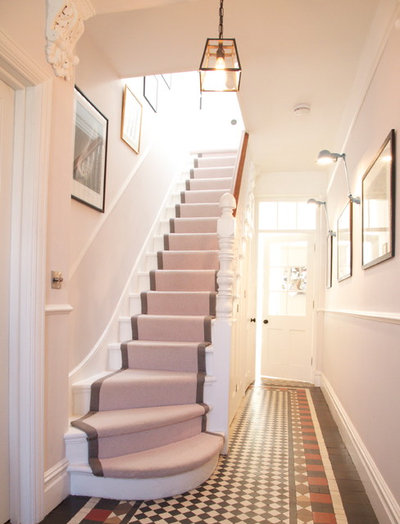 Contemporary Staircase by Convert Construction Ltd