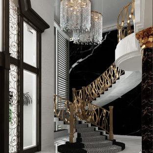 他の地域の巨大な金属製のエクレクティックスタイルのおしゃれな折り返し階段 (金属の蹴込み板) の写真