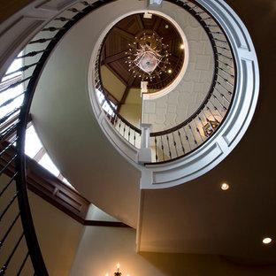 ニューヨークの大きいおしゃれならせん階段の写真
