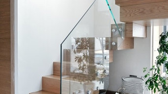Clear-cut spindles on beautiful modern staricase