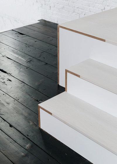 Модернизм Лестница by McNamara Carpentry Inc.