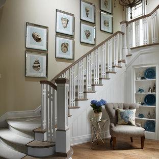 Новый формат декора квартиры: лестница в морском стиле с деревянными ступенями