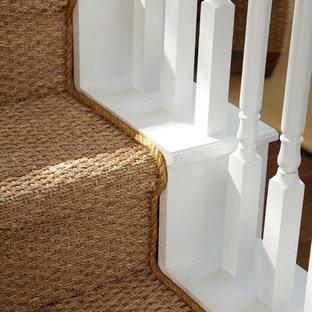 Foto de escalera recta, marinera, de tamaño medio, con escalones de madera pintada, contrahuellas de madera pintada y barandilla de madera