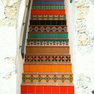 На фото: прямая лестница в стиле фьюжн с подступенками из плитки и ступенями из терракотовой плитки с