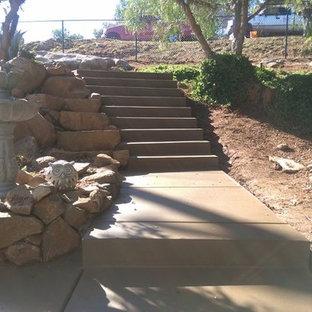 Свежая идея для дизайна: лестница в стиле рустика с бетонными ступенями и бетонными подступенками - отличное фото интерьера