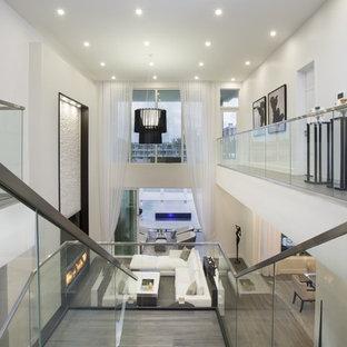 Foto de escalera en L, contemporánea, grande