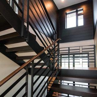 Schwebende, Große Moderne Holztreppe mit offenen Setzstufen und Stahlgeländer in Sonstige