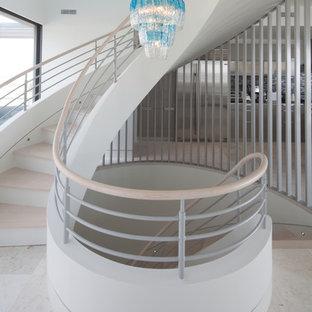Imagen de escalera actual con escalones de madera