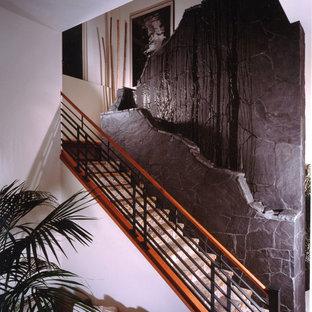 Modelo de escalera recta, de estilo zen, extra grande, con escalones de mármol, contrahuellas de mármol y barandilla de varios materiales