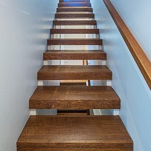 Foto de escalera recta, contemporánea, pequeña, sin contrahuella, con escalones de madera