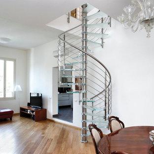サンフランシスコのガラスのコンテンポラリースタイルのおしゃれな階段 (ワイヤーの手すり) の写真