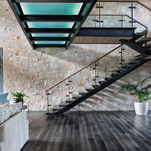 ソルトレイクシティの巨大な木のコンテンポラリースタイルのおしゃれな階段の写真