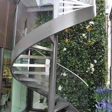 Contemporary Staircase by Railinglondon ltd