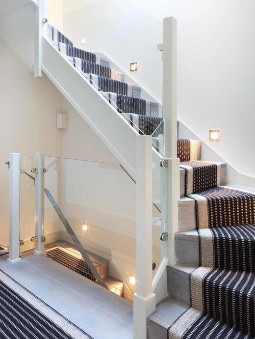Treppenhaus in l form mit teppich treppenstufen ...