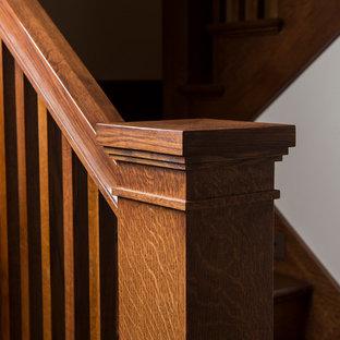 Diseño de escalera en L, de estilo americano, de tamaño medio, con escalones de madera y contrahuellas de madera