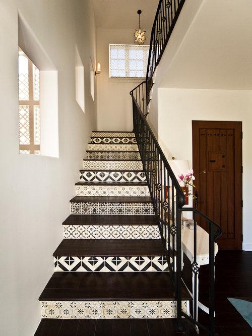photos et id es d co d 39 escaliers m diterran ens avec des contremarches en carrelage. Black Bedroom Furniture Sets. Home Design Ideas