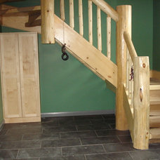 Traditional Staircase by Roes Stair Company Inc.