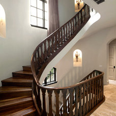 Traditional Staircase by Holmes Builders
