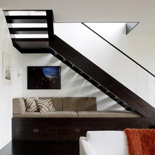 """Ispirazione per una scala a """"L"""" minimal con pedata in legno e nessuna alzata"""