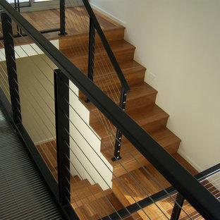 Foto de escalera en U, minimalista, con escalones de madera y contrahuellas de madera