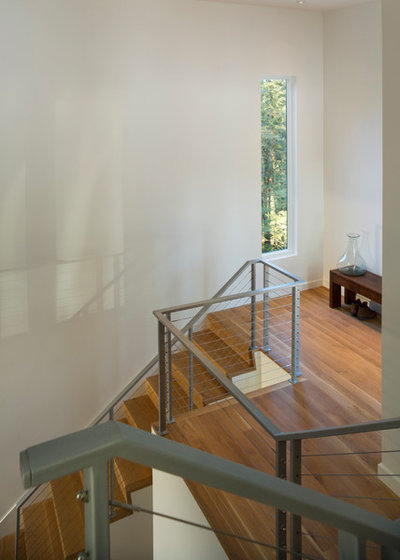 Contemporary Staircase by Studio MM Architect, pllc