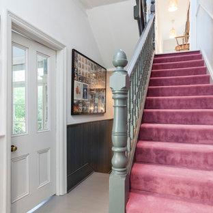 Inredning av en minimalistisk trappa