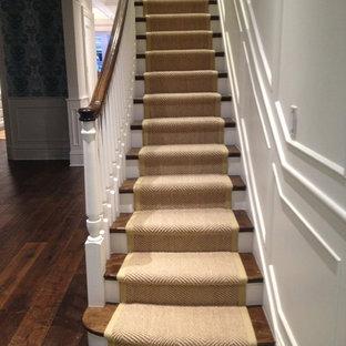 Foto de escalera curva, tradicional renovada, de tamaño medio, con escalones de madera y contrahuellas de madera