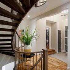 Modern Staircase by Veranda Estate Homes & Interiors