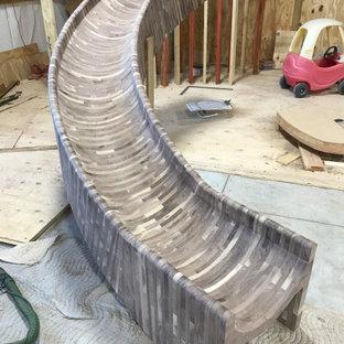 Ejemplo de escalera curva y madera, rural, extra grande, con escalones de madera, contrahuellas de madera, barandilla de madera y madera