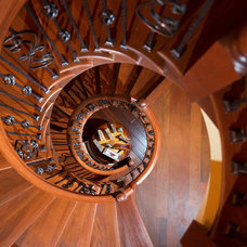 Traditional Staircase by Homes by Pinnacle, Inc.