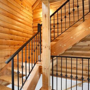 Cette photo montre un escalier sans contremarche montagne en L de taille moyenne avec des marches en bois.
