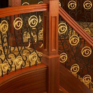 Foto de escalera curva, asiática, extra grande, con escalones enmoquetados, contrahuellas enmoquetadas y barandilla de varios materiales