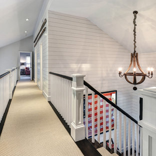 Esempio di una scala a rampa dritta stile marinaro di medie dimensioni con pedata in legno, alzata in legno e parapetto in legno