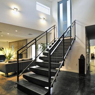 Exempel på en industriell rak trappa i metall