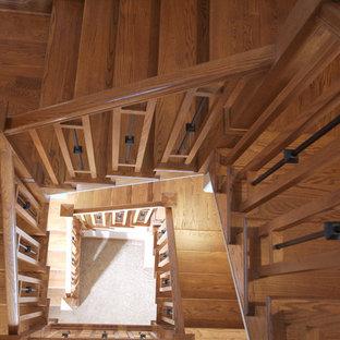 Modelo de escalera clásica con escalones de madera