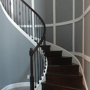 Idéer för stora vintage svängda trappor i trä, med sättsteg i trä och räcke i flera material