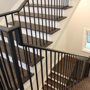 Inspiration för en stor vintage trappa i trä, med sättsteg i trä och räcke i metall