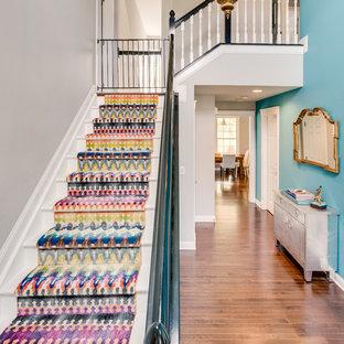 Imagen de escalera en L, tradicional renovada, de tamaño medio, con escalones de madera pintada y contrahuellas de madera pintada