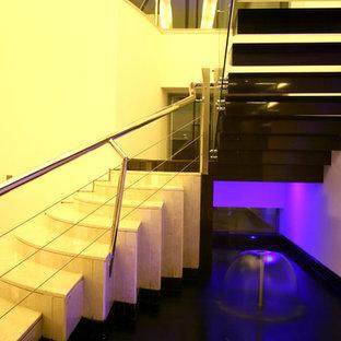 """Foto di una scala a """"L"""" minimalista di medie dimensioni con pedata in cemento e alzata in cemento"""