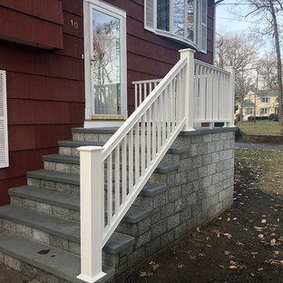 На фото: лестница с ступенями из сланца и бетонными подступенками