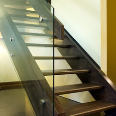 Modern Staircase by Specialized Stair and Rail Ltd.