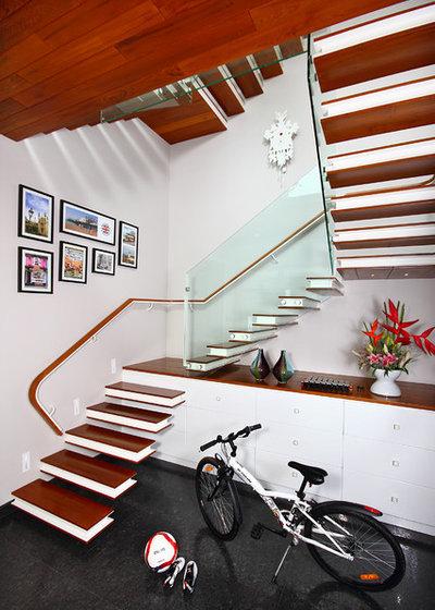 Contemporary Staircase by Savio & Rupa Interior Concepts (Bangalore)