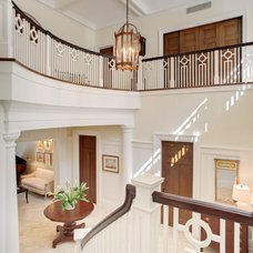 Traditional Staircase by Glave & Holmes Architecture