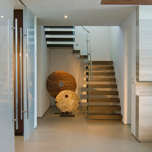 Staircase - contemporary staircase idea in Miami