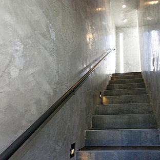 Idées déco pour un escalier droit moderne avec des marches en carrelage et des contremarches en carrelage.